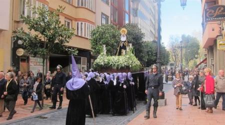Bomberos en la procesión // E.P.