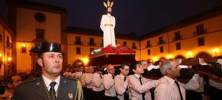 Un guardia civil en una procesión de Oviedo- Imagen P.L.