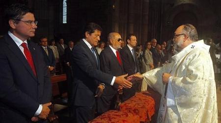 8 de septiembre, misa en Covadonga: Presidente del Principado y otras autoridades. Foto de Pablo Lorenzana. El Comercio