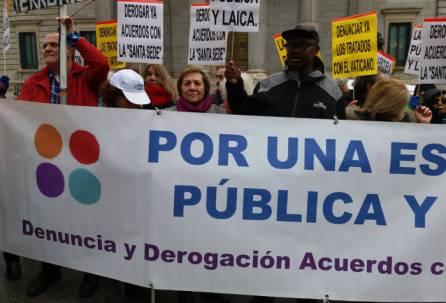 concenracion-firmas-escuela-Congreso-Madrid-2017-b