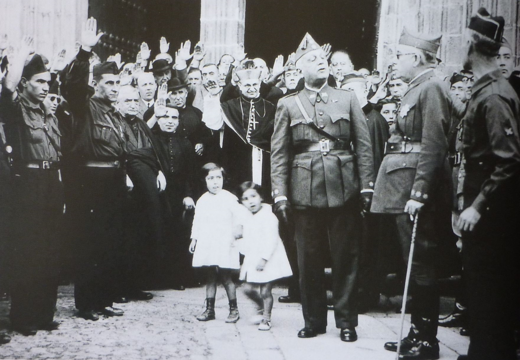 funeral-en-cáceres-1936-agencia-efe-recortado