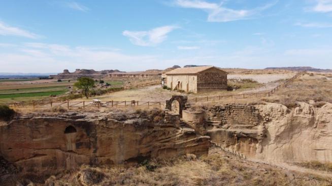 imagen-de-la-ermita-en-litigio-ubicada-dentro-del-recinto-del-castillo-musulman-de-alberuela-de-tubo