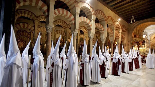 procesion-mezquita-cordoba--620x349